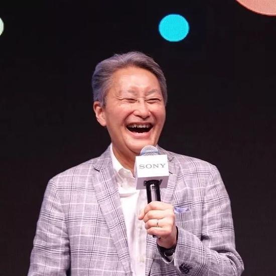 利润创纪录,2018年2月2日起任索尼CEO的吉田宪一郎(Kenichiro Yoshida)笑得很开心