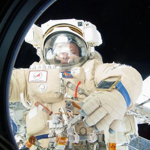 太空行走丢失镜子 外媒:制造最新太空垃圾